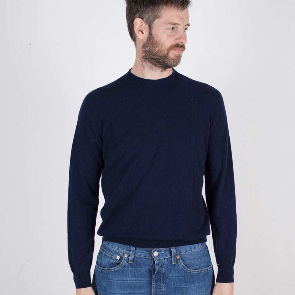 jumper-no21-men-navy-model-2-web